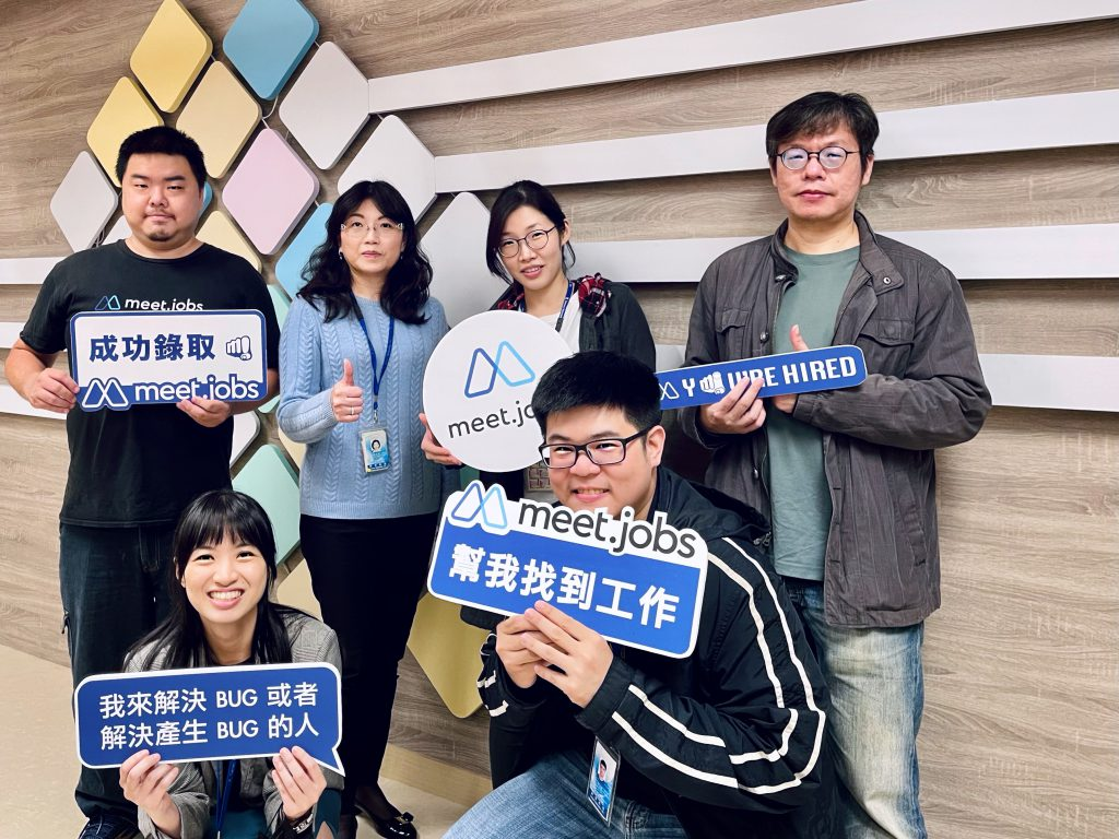group photo of meet.jobs and senao networks representatives