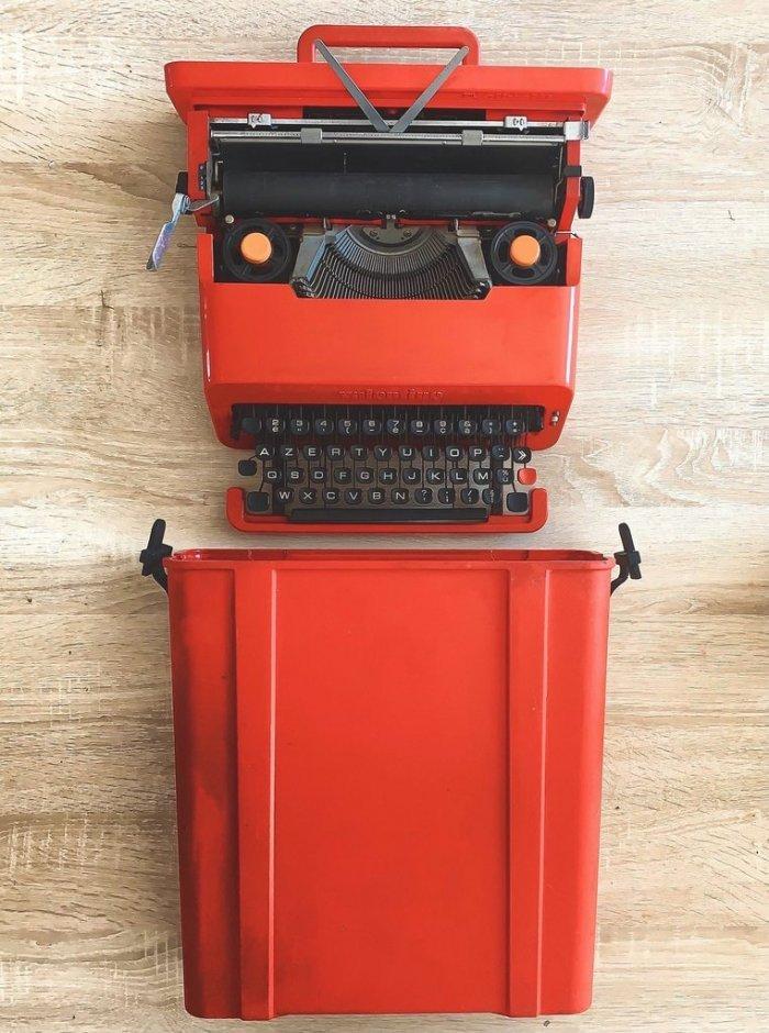 an ancient typewriter